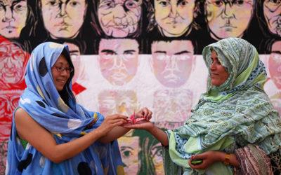 """ENTREVISTA A KIMIKO NONOMURA """"La melfa es una hermosa armadura del espíritu indomable de las mujeres saharauis"""""""